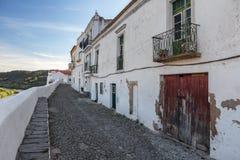 Οδοί της παλαιάς πόλης τουριστών Mertola Πορτογαλία στοκ εικόνες με δικαίωμα ελεύθερης χρήσης