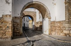 Οδοί της παλαιάς πόλης Faro Πορτογαλία στοκ εικόνα