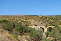 Οδογέφυρα και ανεμόμυλος πετρών στοκ φωτογραφίες