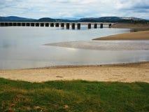 Οδογέφυρα πέρα από την εκβολή ποταμών του Κεντ, Arnside, Cumbria Στοκ Εικόνες