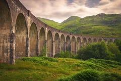 Οδογέφυρα σιδηροδρόμων Glenfinnan στη Σκωτία με τον ατμό τ Jacobite στοκ εικόνες