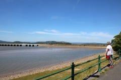 Οδογέφυρα Arnside πέρα από τον ποταμό Κεντ, Cumbria στοκ φωτογραφία με δικαίωμα ελεύθερης χρήσης