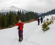 Οδοιπορία άνοιξη στα βουνά στοκ εικόνα με δικαίωμα ελεύθερης χρήσης