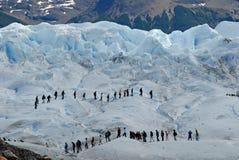 οδοιπορία perito του Moreno παγετώ Στοκ Εικόνες