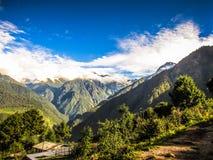 Οδοιπορικό στα βουνά Himalayan του Νεπάλ Στοκ εικόνες με δικαίωμα ελεύθερης χρήσης