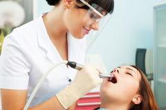 Οδοντίατρος και ασθενής Smiley Στοκ φωτογραφία με δικαίωμα ελεύθερης χρήσης