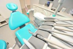 Οδοντικά εργαλεία προσοχής - σύγχρονο γραφείο οδοντιάτρων Στοκ εικόνα με δικαίωμα ελεύθερης χρήσης