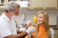 Οδοντική επίσκεψη Στοκ φωτογραφία με δικαίωμα ελεύθερης χρήσης