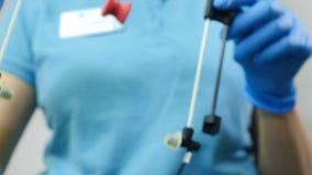Οδοντικός εξοπλισμός για την εξέταση TMJ Κλείστε επάνω ενός μετατροπέα ρύθμισης γιατρών για τον κοινό έλεγχο σαγονιών Οδοντική δι απόθεμα βίντεο