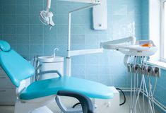 Οδοντικός εξοπλισμός γραφείων στοματολογίας στοκ εικόνα με δικαίωμα ελεύθερης χρήσης