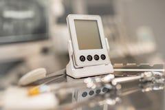Οδοντικός εξοπλισμός endo για την επεξεργασία δοντιών καναλιών ρίζας μηχανών και την ψηφιακή ακτίνα X στοκ φωτογραφία με δικαίωμα ελεύθερης χρήσης