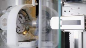 Οδοντικό εργαστήριο, αυτόματη διαδικασία έξω το ακριβές πρότυπο μορφής των τεχνητών δοντιών απόθεμα βίντεο