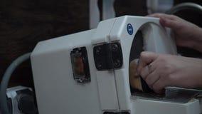Οδοντικό εργαστήριο Κατασκευή των οδοντοστοιχιών απόθεμα βίντεο
