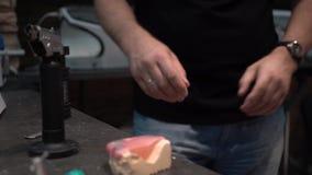 Οδοντικό εργαστήριο Κατασκευή των οδοντοστοιχιών φιλμ μικρού μήκους