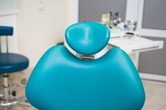 Οδοντικό εσωτερικό σχέδιο κλινικών με την καρέκλα και τα εργαλεία Στοκ φωτογραφία με δικαίωμα ελεύθερης χρήσης