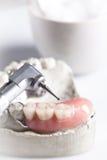Οδοντικό τρυπάνι ελέγχου και οδοντιατρικής στοκ εικόνες με δικαίωμα ελεύθερης χρήσης