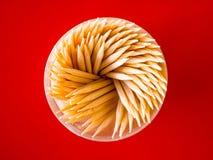 Οδοντογλυφίδες στο κόκκινο υπόβαθρο Στοκ Εικόνες
