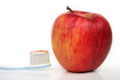 οδοντόβουρτσα μήλων στοκ φωτογραφία με δικαίωμα ελεύθερης χρήσης