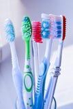 Οδοντόβουρτσες στο γυαλί   Στοκ φωτογραφία με δικαίωμα ελεύθερης χρήσης