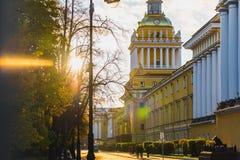 Οδός Αγίου Πετρούπολη στο ηλιοβασίλεμα Στοκ Εικόνα