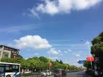 Οδός κάτω από τον καλό καιρό στοκ φωτογραφία
