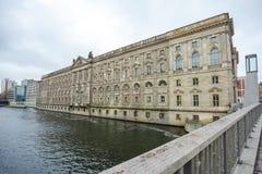 19 01 2018 - Οδός και αποκατεστημένα σπίτια στο Βερολίνο, Γερμανία Στοκ εικόνες με δικαίωμα ελεύθερης χρήσης