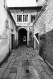 Οδός με την αψίδα στη Βενετία στοκ εικόνα με δικαίωμα ελεύθερης χρήσης
