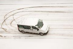 οδός που γυρίζει van winter Στοκ εικόνες με δικαίωμα ελεύθερης χρήσης