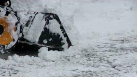 Οδός που καθαρίζει την πόλη από το χιόνι το χειμώνα φιλμ μικρού μήκους