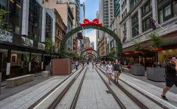 Οδός Σίδνεϊ του George με τις αψίδες Χριστουγέννων στοκ εικόνα