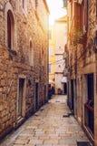 Οδός στο διασπασμένο ιστορικό κέντρο, Κροατία Όμορφο τετράγωνο της παλαιάς πόλης της διάσπασης στην Κροατία Παλαιά οδός πετρών τη στοκ εικόνες με δικαίωμα ελεύθερης χρήσης