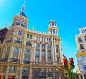 Οδός της Μαδρίτης στο στο κέντρο της πόλης της πόλης με τους τουρίστες και το π Στοκ εικόνα με δικαίωμα ελεύθερης χρήσης