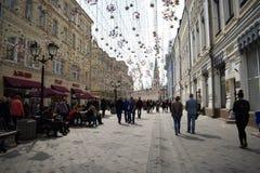 Οδός της Μόσχας κοντά στο κόκκινο τετράγωνο apse Φω'τα και πεταλούδες Στοκ Φωτογραφίες