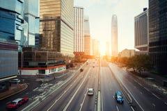 Οδός Χονγκ Κονγκ με το γραφείο κυκλοφορίας και ουρανοξυστών το πρωί ι Στοκ εικόνα με δικαίωμα ελεύθερης χρήσης