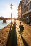 Οδός όχθεων ποταμού στον ποταμό Arno στη Φλωρεντία, Ιταλία Στοκ φωτογραφία με δικαίωμα ελεύθερης χρήσης