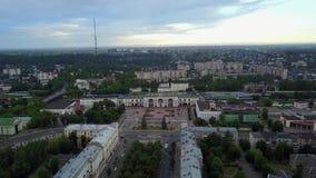 Οδός Kirov και σιδηροδρομικός σταθμός Πόλη Βιτσέμπσκ απόθεμα βίντεο