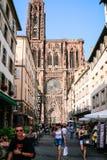 Οδός rue Merciere και καθεδρικός ναός του Στρασβούργου Στοκ Φωτογραφίες