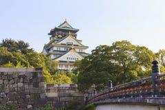 Οζάκα Castle και γέφυρα Gokurakubashi κατά τη διάρκεια θερινή περίοδο στη Ja Στοκ εικόνες με δικαίωμα ελεύθερης χρήσης