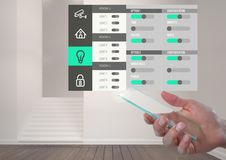 Οθόνη γυαλιού εκμετάλλευσης χεριών και App συστημάτων εγχώριας αυτοματοποίησης διεπαφή Στοκ Εικόνα