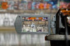 Οθόνη επίδειξης LCD σε μια υψηλή τηλεοπτική κάμερα καθορισμού, κινηματογράφος στοκ εικόνα