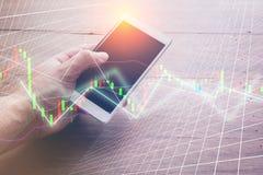 Οθόνη διαγραμμάτων χρηματιστηρίου Smartphone Στοκ φωτογραφίες με δικαίωμα ελεύθερης χρήσης