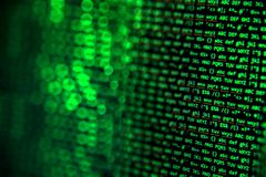 Οθόνη με crypto τον κώδικα νομίσματος, πράσινα digitals Στοκ Φωτογραφίες