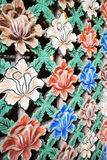 Οθόνη παραθύρων με τα λουλούδια Στοκ φωτογραφίες με δικαίωμα ελεύθερης χρήσης