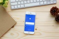 Οθόνη που πυροβολείται των εικονιδίων Facebook στο iPhone 6 της Apple Στοκ εικόνες με δικαίωμα ελεύθερης χρήσης