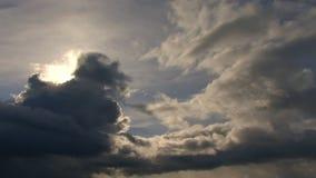 Οθόνη σύννεφων που καλύπτει το ηλιοβασίλεμα απόθεμα βίντεο