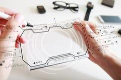 Οθόνη τεχνολογίας με ένα σημειωματάριο στοκ φωτογραφία