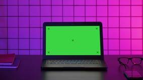 Οθόνη του lap-top των gamer Πράσινη επίδειξη προτύπων οθόνης απόθεμα βίντεο