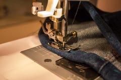 Οικιακή ράβοντας μηχανή Στοκ εικόνες με δικαίωμα ελεύθερης χρήσης