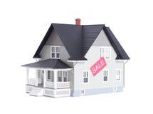 Οικιακό μοντέλο με το σημάδι πώλησης, που απομονώνεται Στοκ φωτογραφίες με δικαίωμα ελεύθερης χρήσης