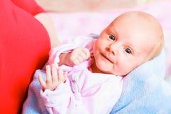 Οικογένεια, έννοια παιδικής ηλικίας μωρό λίγα νεογέννητα Στοκ Φωτογραφία
